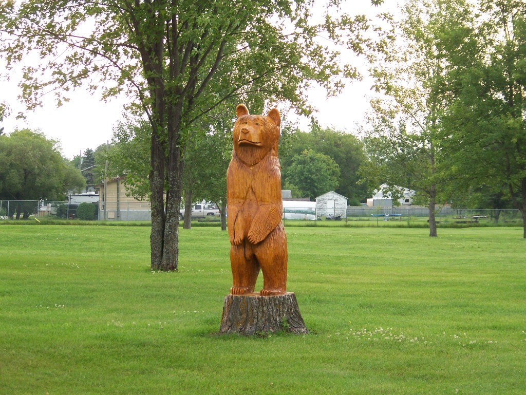 Carved Bear Pine Falls Golf Course