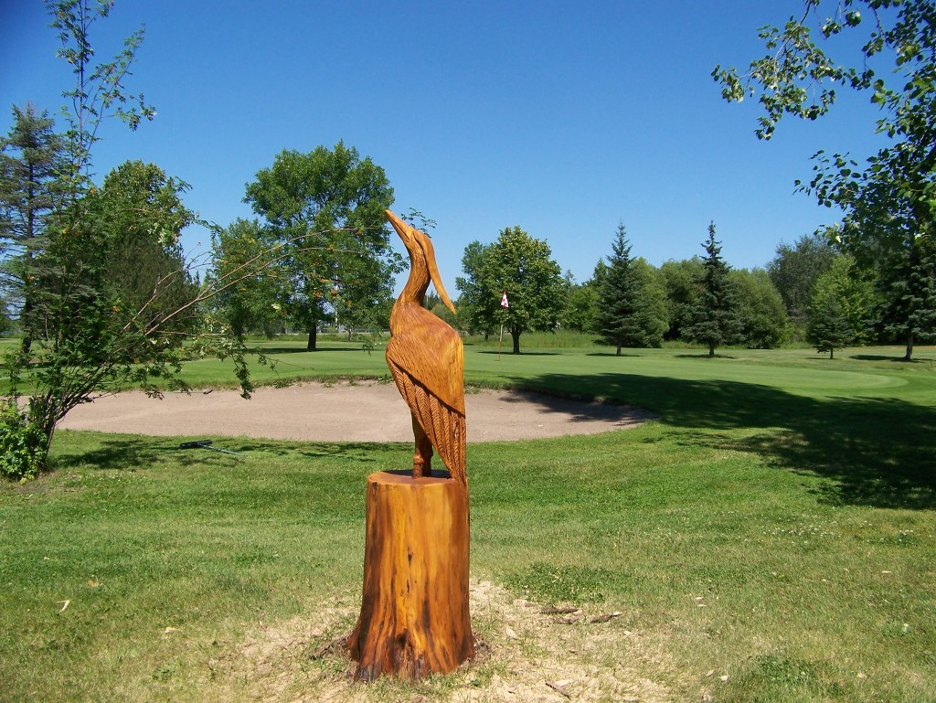 Chainsaw carved heron Pine Falls golf course