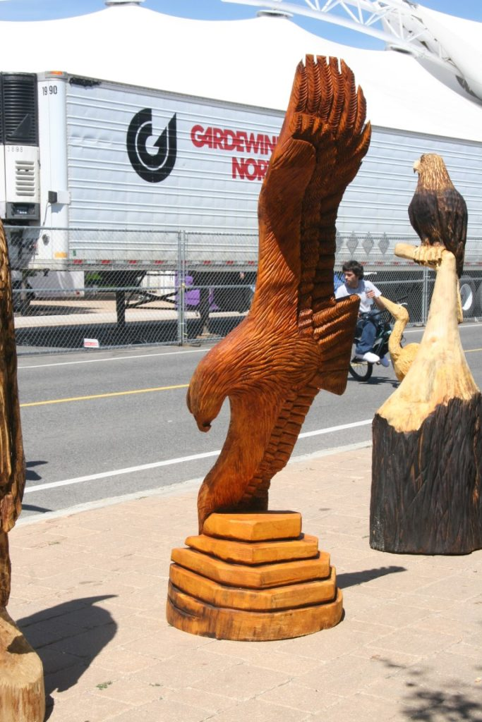 Harborfest chainsaw carving event